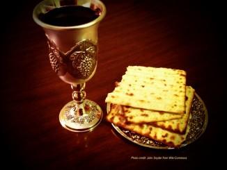 john-snyder-wikicommons_passover_matzah