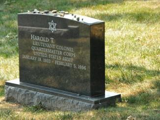 headstone-109239_1920